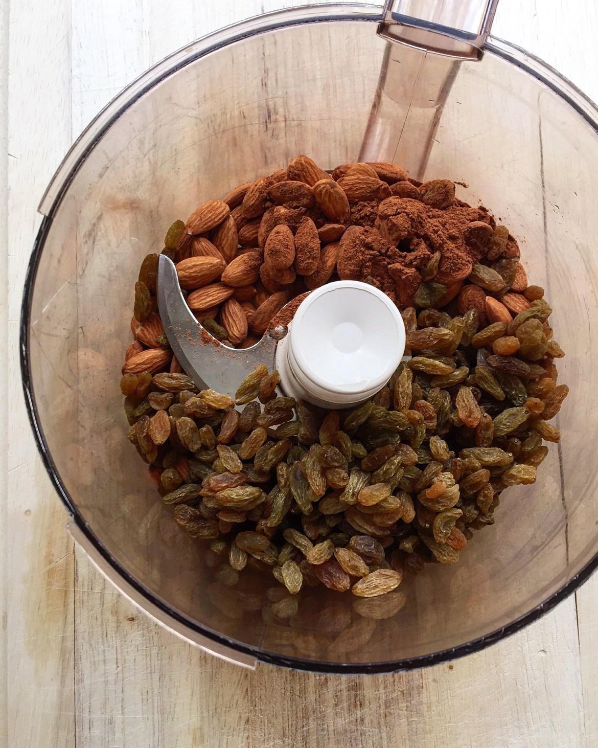 Pumpkin Swirl Cashew Cheesecake Bites (dairy-free, vegan option, paleo, naturally sweetened) | GrokGrub.com