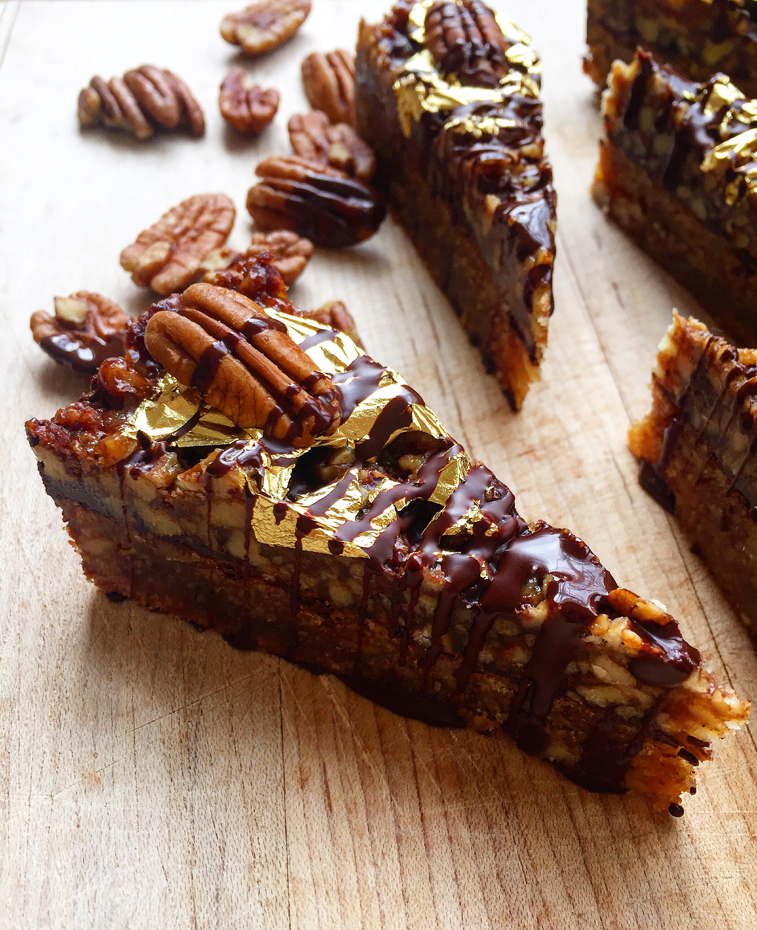 These decadent Brown Butter Chocolate Pecan Bars are richly flavored thanks to an old culinary trick: brown butter. Click to read the recipe or pin to save for later! | Fresh Planet Flavor