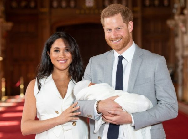 Harry and Meghan presented their son to the media inside Windsor Castle e1557320285346