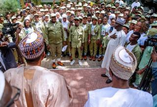 Buhari, Condé donate money, cows, rice to corpers serving in Katsina