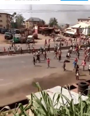 Angry Youths Bath Policemen With Acid For Killing A Young Man