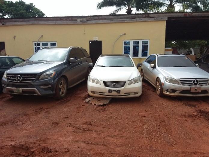 EFCC Nab 14 Fraudsters, Seized 8 Cars In Anambra