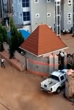 [Photos, Video] DPO Jumps Into Hotel Through Fence To Escape Mob After Burning Station
