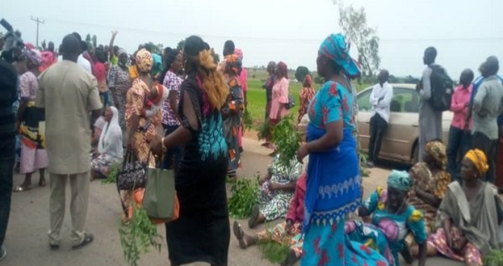 Protesting Parents Of Abducted Bethel Baptist School Students Block Expressway (Photos)