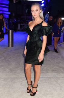 NEW YORK, NY - AUGUST 28: Singer Zara Larsson attends the 2016 MTV Video Music Awards at Madison Square Garden on August 28, 2016 in New York City. (Photo by Jeff Kravitz/FilmMagic)