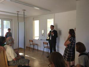 Markus Oesterlein, Leiter der Einrichtung, informiert über die Pläne der Regierung von Oberfranken
