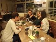 Beim Café-Treff im Oktober beriet Daniela Ofner neue Studierende, die sich für eine ehrenamtliche Tätigkeit interessierten.