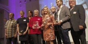 Begegnungsheld 2019: Das Lui20. Gabi Müssig (3. v. li.) und Simone Oswald (4. v. li.) nahmen die Auszeichnung für das Lui20 entgegen. © Helden der Heimat, Screenshot