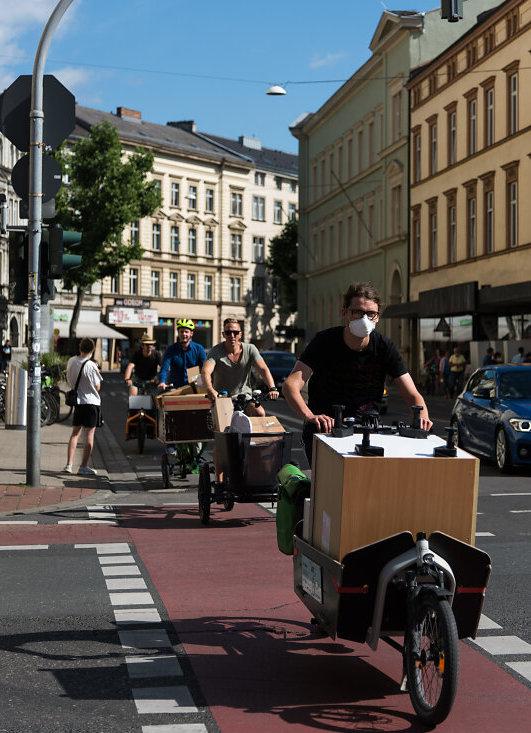Freund statt fremd zieht um - per Lastenrad