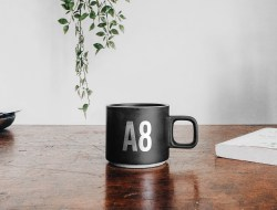 Free Mug on Table Mockup
