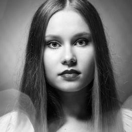 Foto: Wolfgang Fricke | Model: Raffaela | aus einem Porträt-Shooting im Studio