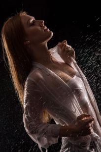 Foto: Wolfgang Fricke | Model: Anastasia | aus einem Shooting mit dem neuen Wasserbecken & Dusche