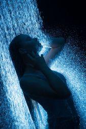 Foto: Wolfgang Fricke   Model: Raffaela   aus einem Shooting mit dem neuen Wasserbecken & Dusche