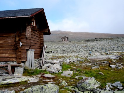 Halti hut, with the summit in the background.