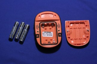 The SPOT works with three AAA-batteries.