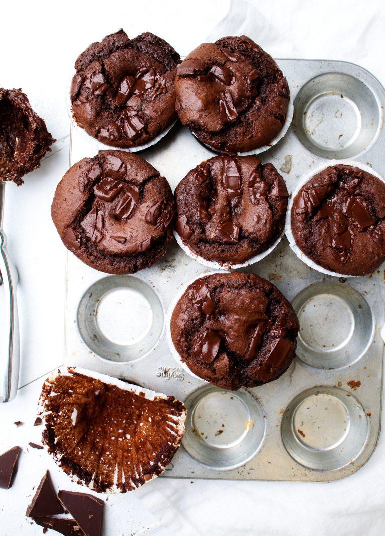 chokladmuffins med chokladboll