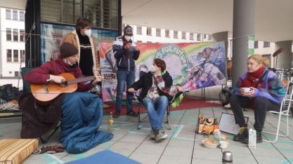 Klimacamp Saar, Gitarre Spielen