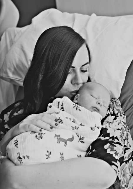 New mother pictures: birth story photography