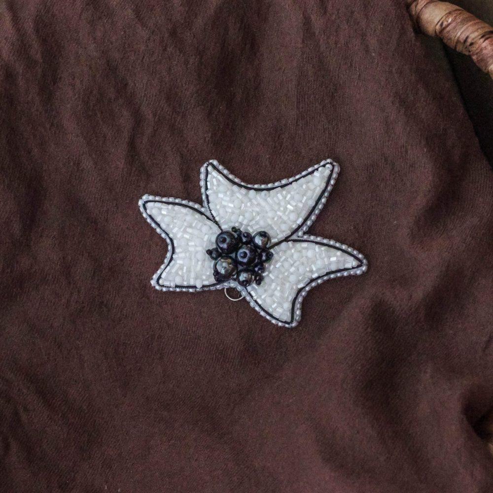 брошь классика жемчуг стразы вышивка сваросвски брошка украшения белая
