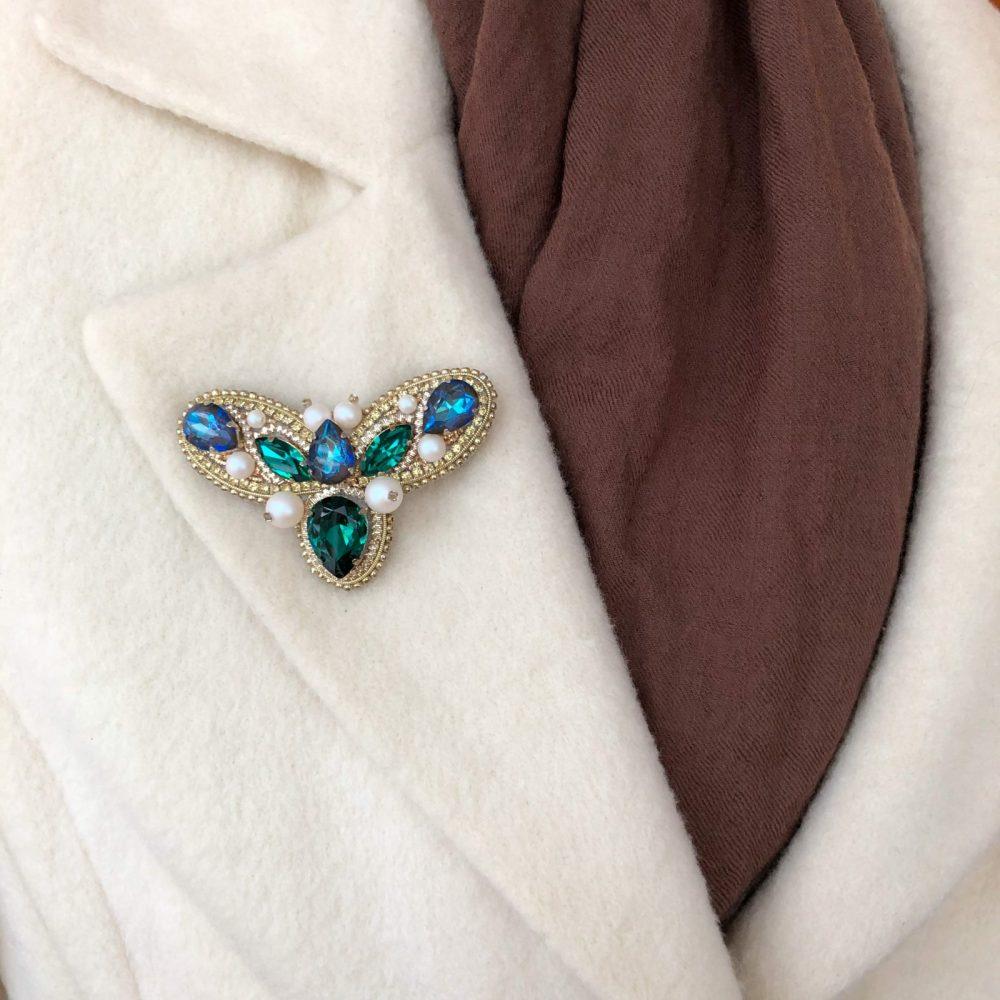 купить брошь брошка брошь на пальто стразы сваровски swarovski жемчуг украшения аксессуары вышивка жук мотылек