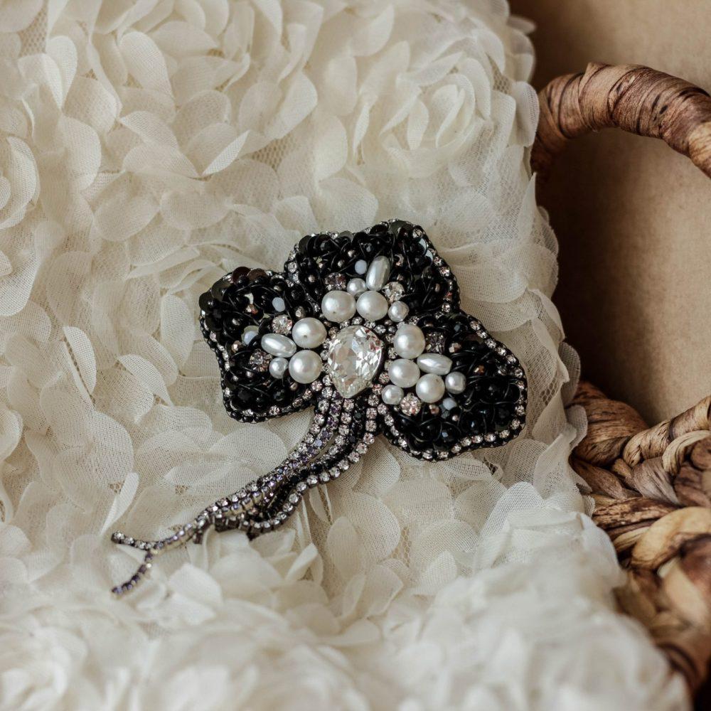 брошь классика жемчуг стразы вышивка сваросвски брошка украшения винтаж винтажная цветок черный мак