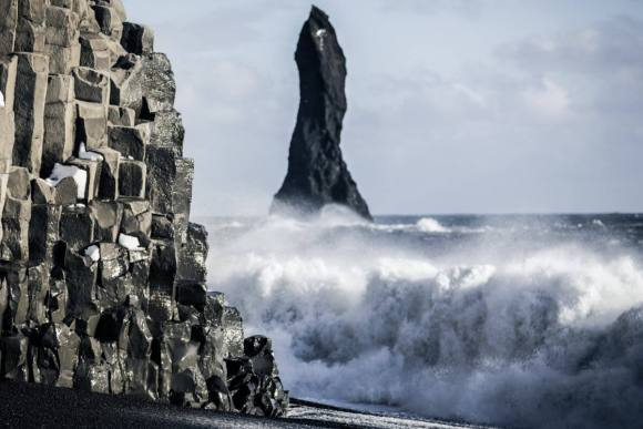 2 days, ice cave and south coast - reynisfjara-ocean - friend in iceland