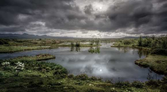 The golden circle - Thingvellir lake - friend in iceland