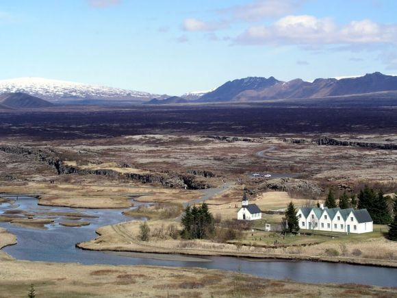 The golden circle - Thingvellir national park mountain - friend in iceland