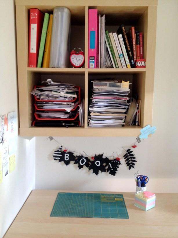 desk halloween decoration