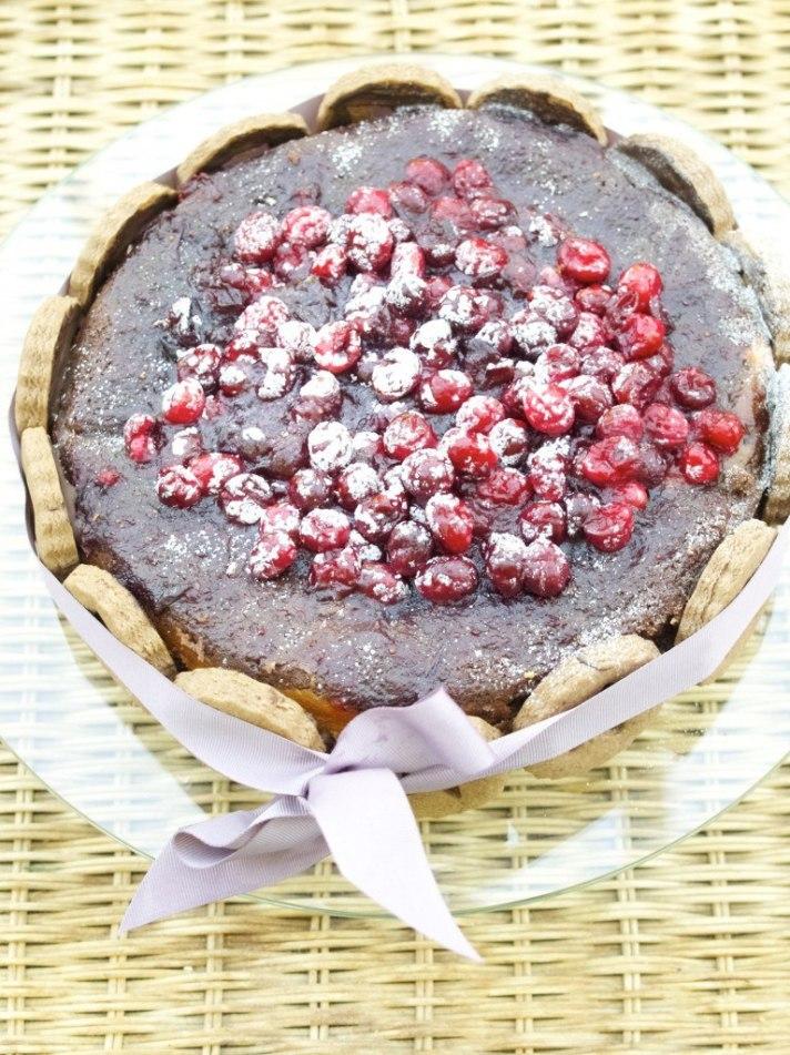 Chocolate sponge and Vanilla Cranberry cheesecake in one
