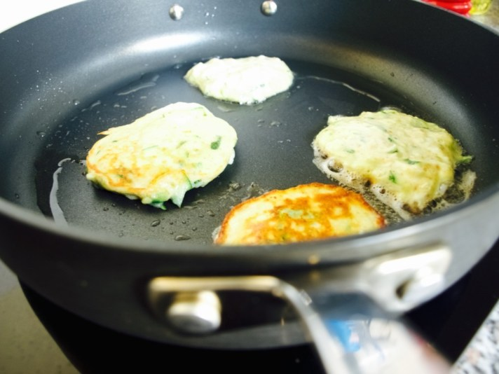 Courgette and goat cheese blinis recipe
