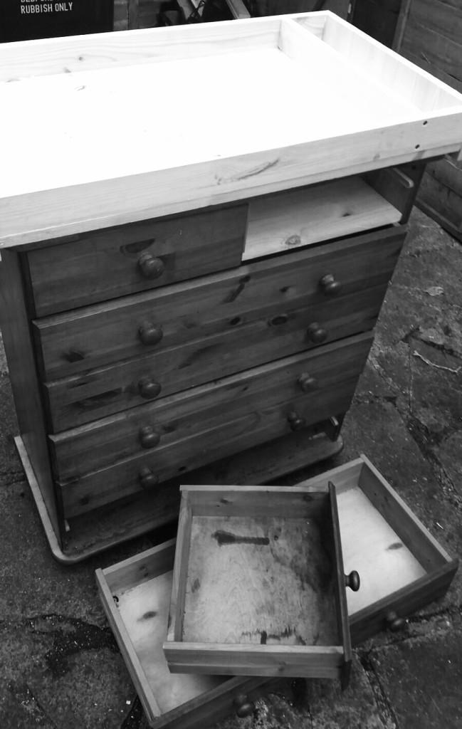 Lukas bedroom update: Change drawers makeover