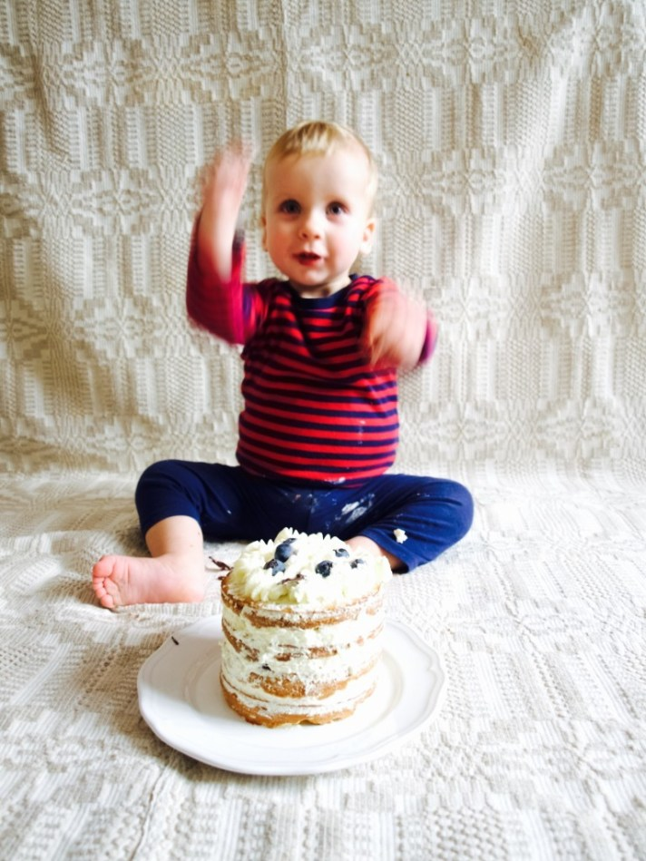 """This is how I took photographs while baby """"smashed"""" the cake"""