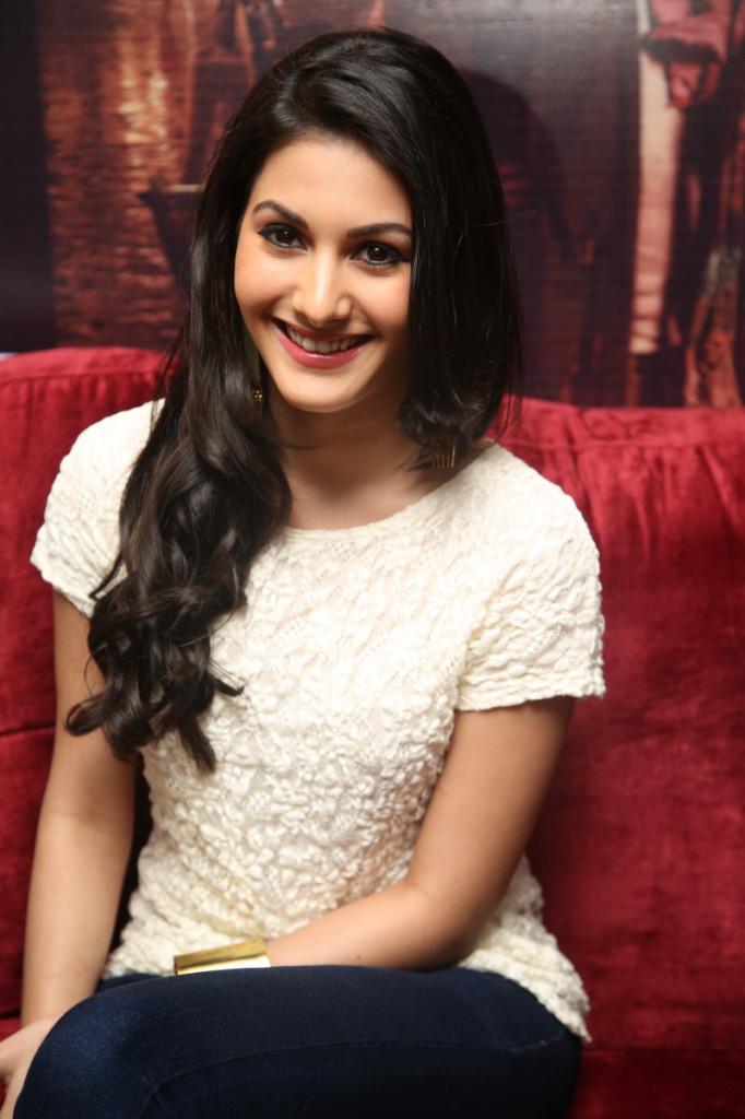 Amyra Dastur (4)
