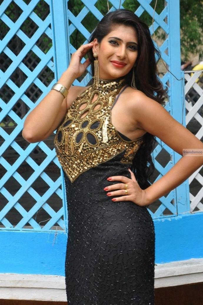 Neha-Saxena (5)