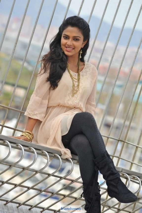amala-paul-friendsmoo (5)