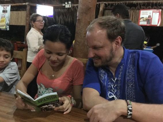 Maureen studying mi neuvo libro