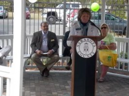 Sarasota County Library Director, Sarabeth Kalajian, addressed attendees at the February 28 Golden Reading Garden Celebration. Sarasota County Commissioner, Alan Maio, also spoke at the event, pledging his continued support for Sarasota Public libraries.
