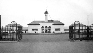 1938 the newly opened Peterborough swimming pool.