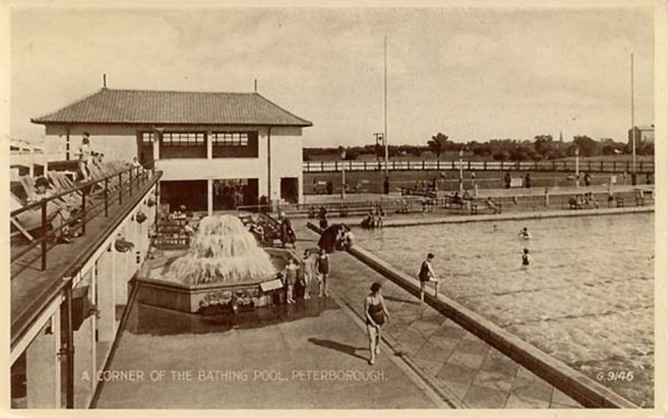 Early lido postcard image of the fountain