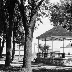 woodstock-square-bandstand_2491220298_o