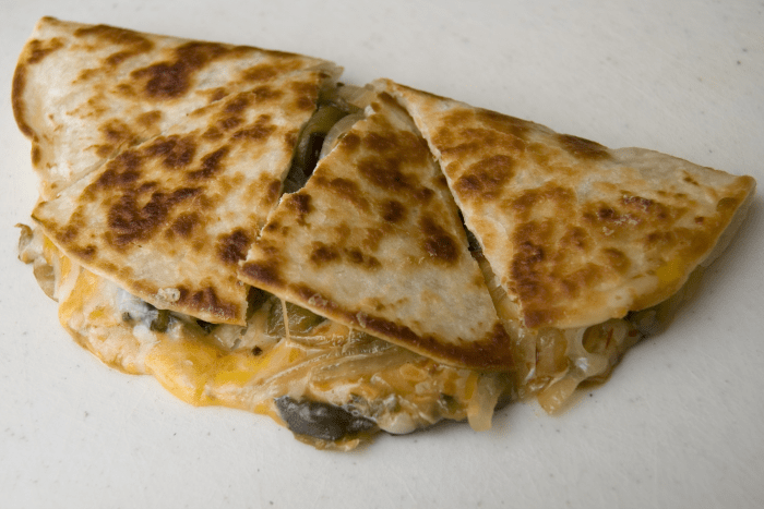A quesadilla é bastante conhecida na gastronomia tex-mex.