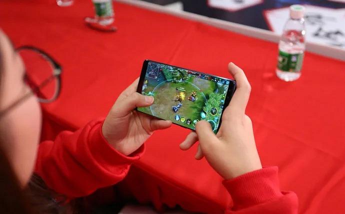zte-trabaja1-smartphone-gaming-frikigamers.com