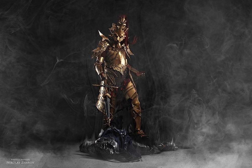 chequea-el-asombroso8-cosplay-de-dark-souls-frikigamers.com