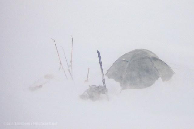 Telt i uvær på vinteren