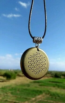 orgonite-bronze-pendant-floating