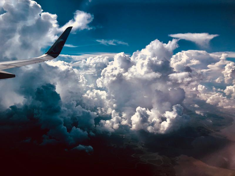 aereo e cielo blu