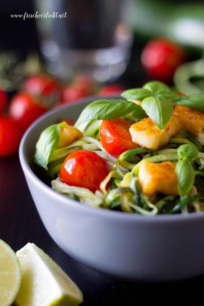 Gemüse_Spaghetti_Zoodles_mit_Halloumi_Frisch_Verliebt_2