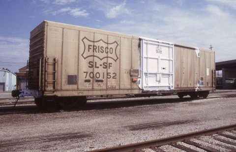 Boxcar 700152 at Topeka, Kansas on April 5, 1998 (R.R. Taylor)