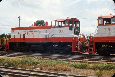 SW1500s 318 and 330 at Memphis, Tennessee in June 1969